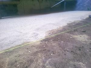舗装材の敷き均し