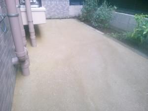 施工が完了した舗装材(固まる土)