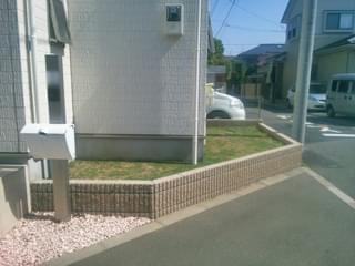 玄関左手のお庭