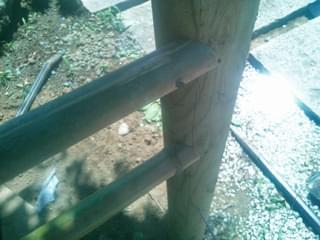胴縁竹を釘で打ち込み