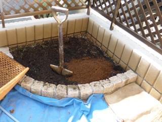 更地にして用土を混合