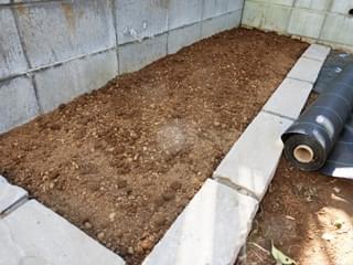 堆肥・赤土を客土して完成です