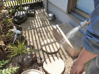 錆砂利や庭石の洗浄