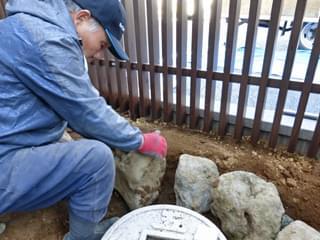 手水鉢周囲を庭石組み