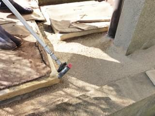 駐車場の境界まで施工した固まる土