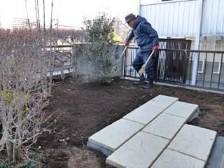 平板と植木の位置関係