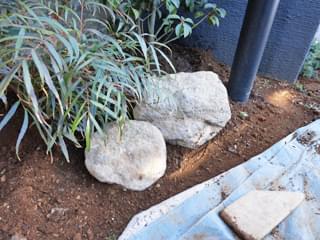 組み付けた庭石