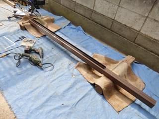 垣根の柱材を加工