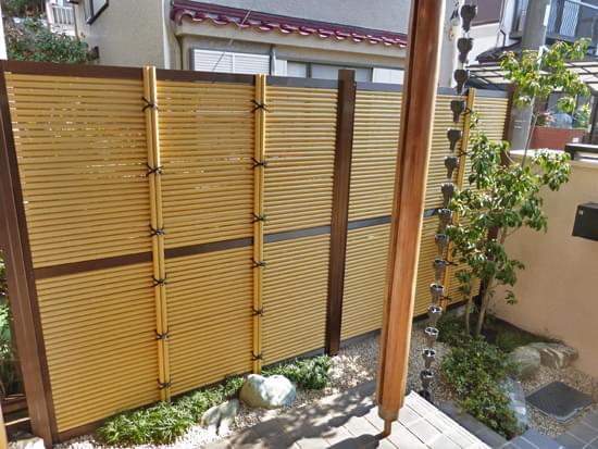 完成した玄関アプローチの小庭