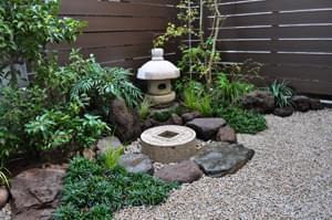 完成した和風の小さな庭