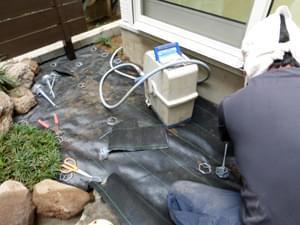 お庭の空間に防草シートを施工