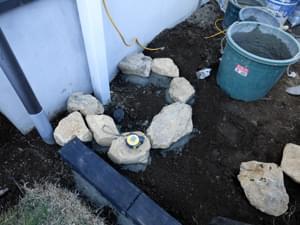 排水部分への石組み