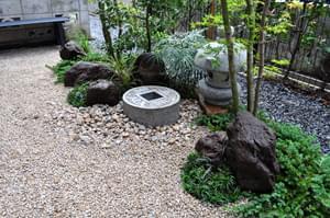 完成した小さな和風の庭