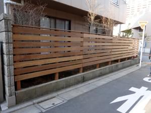 完成したウッドフェンスの様子