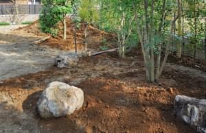 植栽を引き立てる庭石