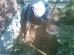 砂利敷き部分の整地処理