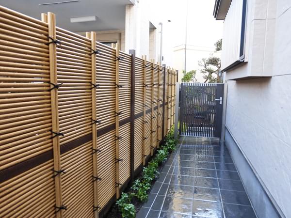 完成した人工竹垣根