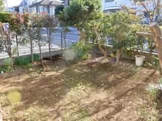 雑草対策施工前のお庭