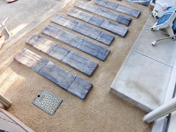 枕木平板と固まる土