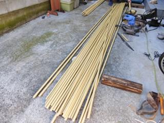 裁断前の人工竹材