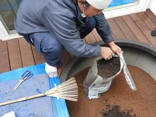 堆肥・赤土・腐葉土をブレンド