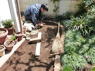 舗装材(固まる土)の下処理