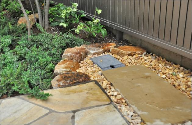 庭石組みによって整備した水栓周り