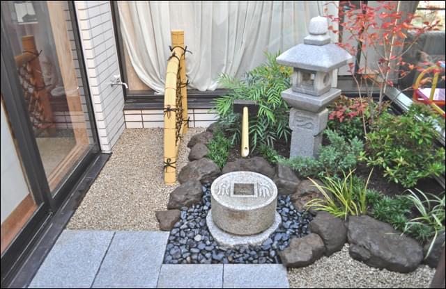 地植えと変わらない植栽環境を作り上げた坪庭