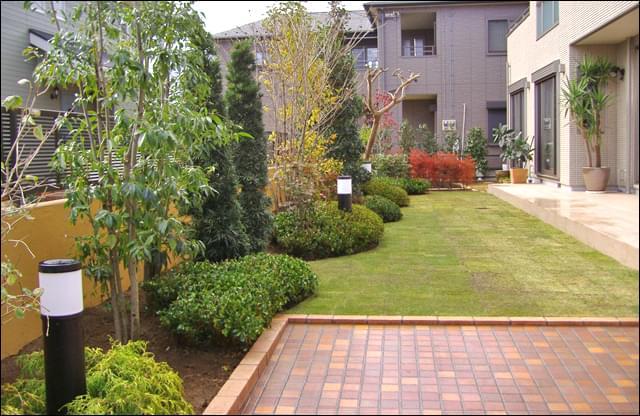 入り口から眺めるお庭の全景
