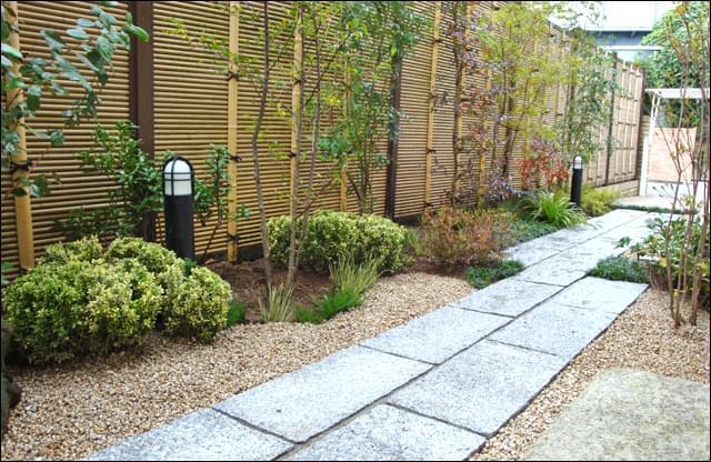清潔感溢れるシンプルな和庭