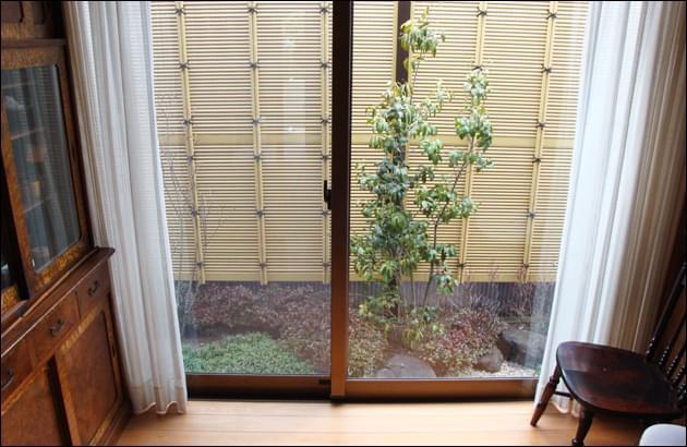 人工竹垣が目隠し効果とお庭らしさをもたらします