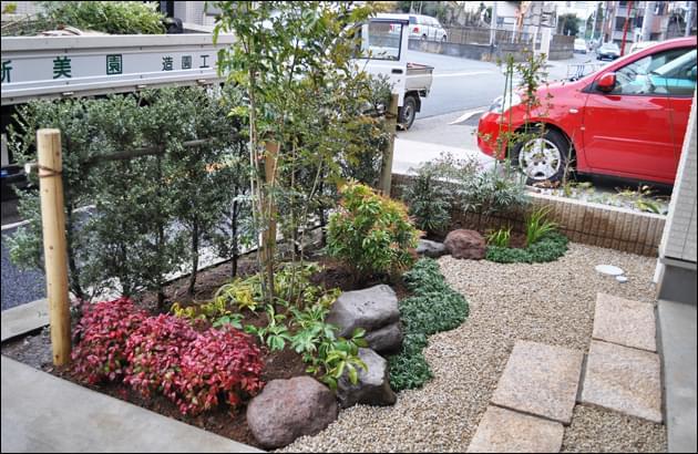 小さな面積でも動きを感じられる坪庭風デザイン