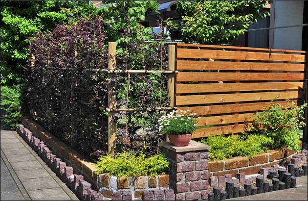 生垣とウッドフェンスの組み合わせ