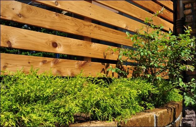 サイプレス材のウッドフェンス