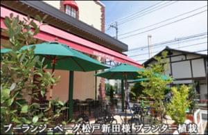 テラス席を彩るテラコッタ風プランター植栽-松戸市ベーカリー様