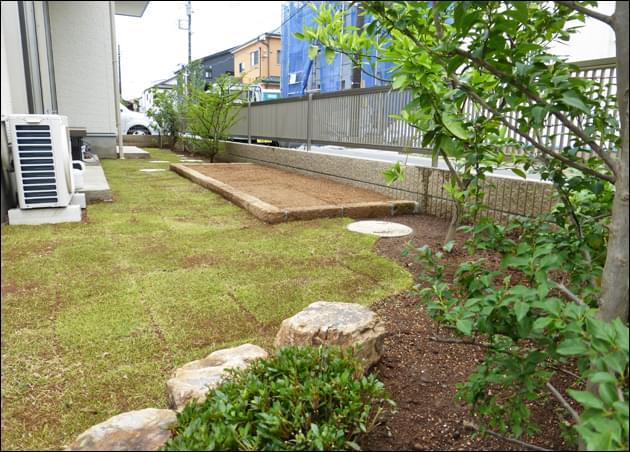 芝生の中へご家族で楽しめる菜園を設置