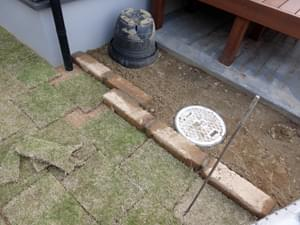芝止め付近の縁石施工
