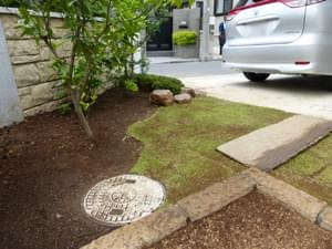 カーブラインを付けた芝生の仕上げ