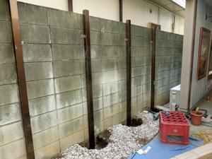 樹脂フェンスの柱を設置