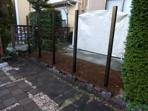 樹脂フェンスの柱が完成した様子