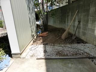 庭木の撤去を終えたお庭