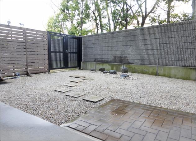 雑草対策によるリフォームをした専用庭