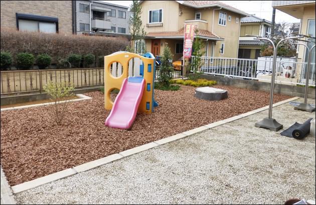 バークチップと砂利を使ってお庭全体に雑草対策を