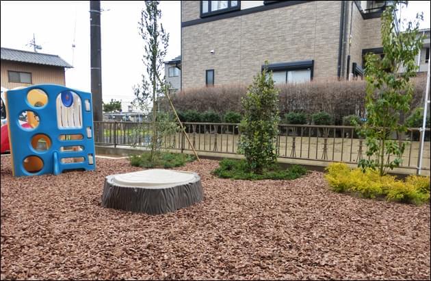 雑草から開放され、公園の様にのびのび使えるお庭