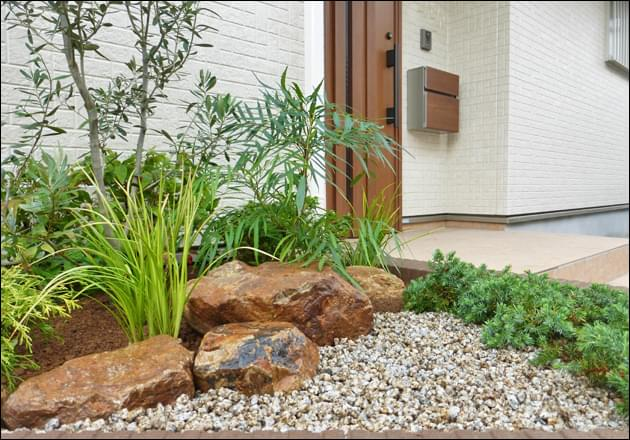 庭石も洋風マテリアルとしてレイアウト