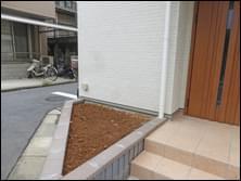 植栽施工前の花壇