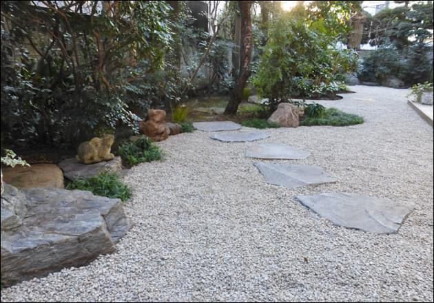 飛石・景石・曲線が生み出す庭の形