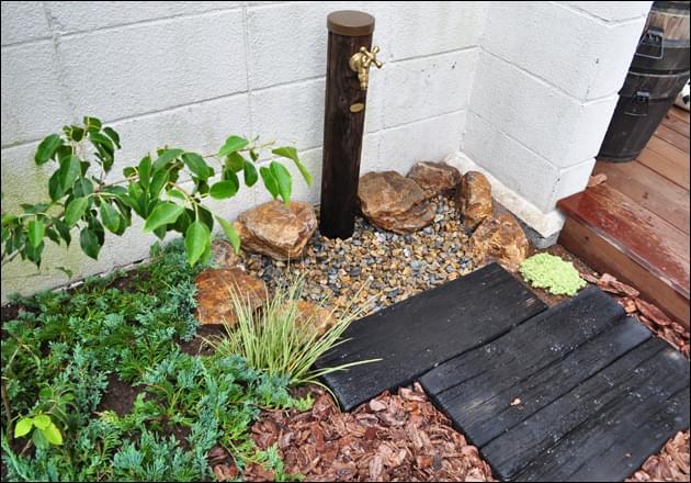 立水栓周囲もお庭の一部となる施工を