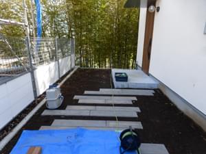 お庭施工前の玄関アプローチ部