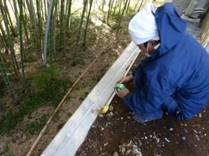 ウッドフェンスの柱位置の測定